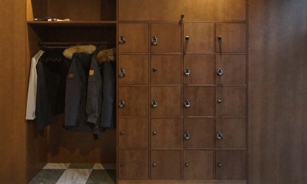 Entrance lockers and wardrobe