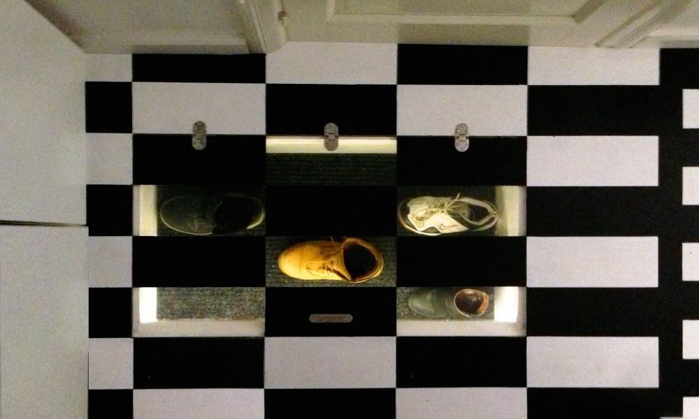 Shoe hatch