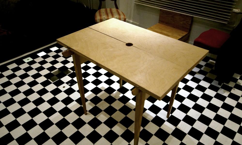 Custom-made table closed