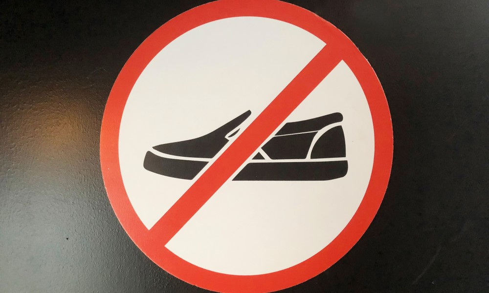 No shoe sign